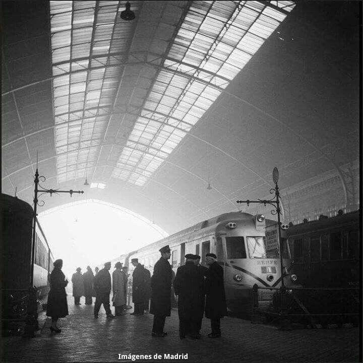 Estación del Mediodia h. 1950 fotografía Catala Roca