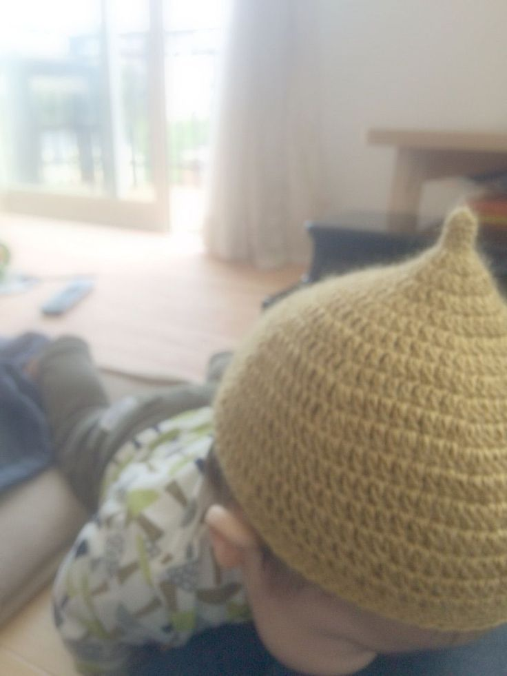 昨年、妊娠中もベビー用のニット帽を編んだのですが、さすがにもうサイズ的にきついので、今年も編みました。    今年は、後追いが激しくてあまり自分の時間がないので、一瞬買おうか迷ったのですが、がんばりました。    まず、買おうとしていたのはコレ。