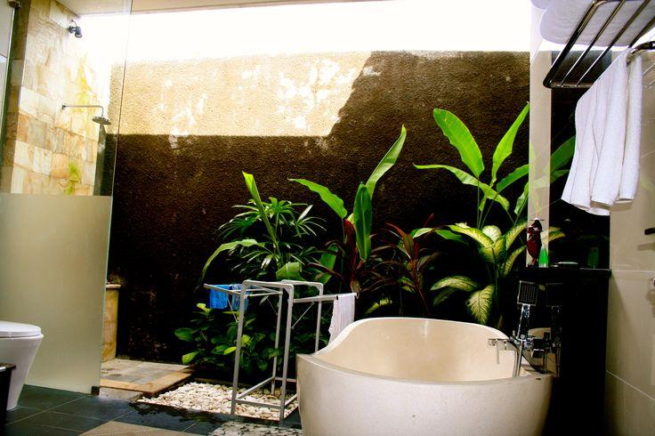 Villa Askara Bathroom.