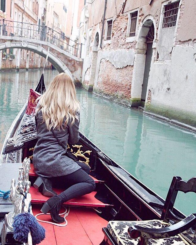 Minulej rok jsme únor trávili v Benátkách a letos nás zase čeká cesta do Rakouska! Na pořádnou lyžovačku protože tady u nás to stojí za prd. Pořad jen sněží prší a všechno taje a máme tu ledatak břečku v který se nedá ani chodit natož dělat nejakej zimní sport  tak uvidíme co nás čeká v příštích dnech  #venice #venezia #italy #canal #beautyful #girl #czechgirl #blogger #blog #travelblogger #blondie #wiwt #ootd #americanstyle #prettylittleiiinspo #likeforlike #like4like #l4l #pictureoftheday…