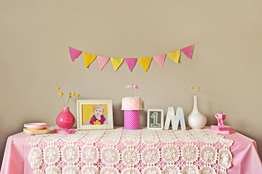 sweet simple set up: Children'S Parties, Pink Yellow, Lace Tablecloths, Best Kids Parties, Birthday Parties, Tablecloths Ideas, 1St Birthday, Yellow Parties, Birthday Ideas