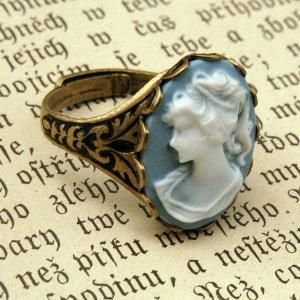 a cameo ring with embelished sides!