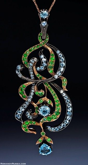 Art Nouveau rose gold, aquamarine and demantoid garnet pendant - maker unknown. Russia, between 1908 and 1917