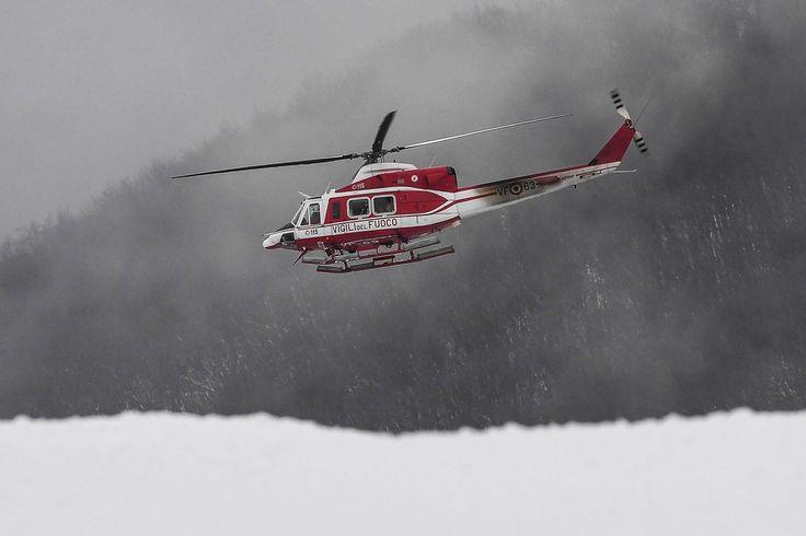 İtalya'da arama kurtarma helikopteri düştü