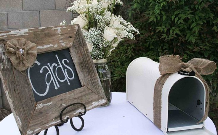 I love the rustic look of the mailbox and the use of the burlap!