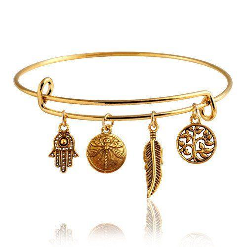 Pulsera ajustable con dijes Pulsera brazalete ajustable con dijes de diferentes formas y modelos, chapada en oro de 14K para mujer.