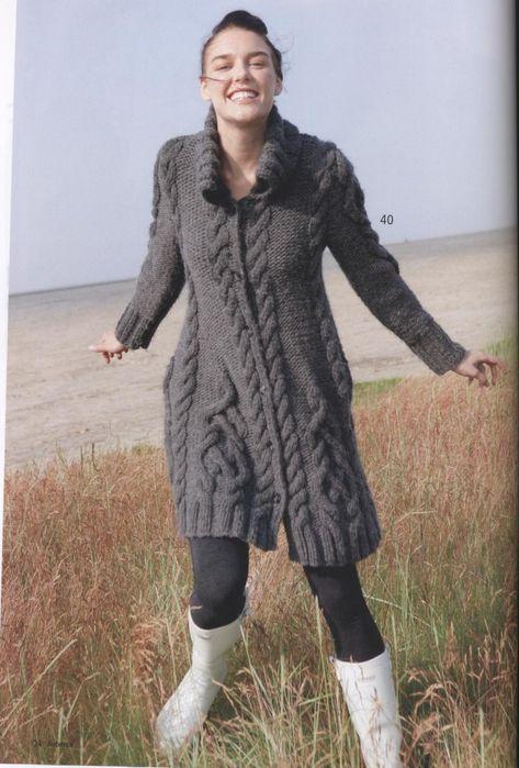 Пальто с арановыми узорами спицами. Как связать красивое пальто спицами