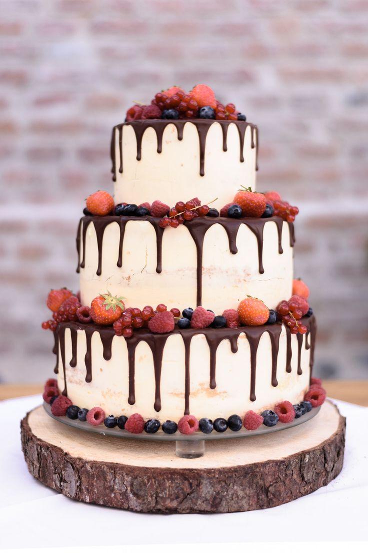 Hochzeitstorte #Nakedcake #Beeren #Hochzeitsfeier #Hochzeitsfotografie #jbho
