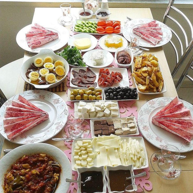 En güzel mutfak paylaşımları için kanalımıza abone olunuz. http://www.kadinika.com Mutlu pazarlar herkese #kahvaltiyadair #kadincasunumlar #kadincasofralar #pazar#kahvaltı#mutfakgram #gramkahvalti #kahvaltısunumu #mukemmellezzetler #yemekrium #yemekgram #sunumduragi #lezzetli_tariflerle #lezzetrium #hayatimmutfak #hayatburada #mucizetatlar#sofrasunumu #mavipembesunum#enguzelsunumum #enguzel_sunumlar #paylaşım_platformu #paylasim_askina#sofradüzeni #likeforlike#pazarkahvaltısı…