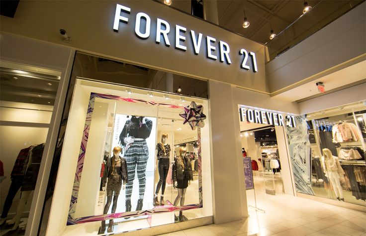 Forever 21 ha retirado unas playeras en sus tiendas de Estados Unidos después de que usuarios de redes sociales señalaran que el mensaje que llevan es misógino y sexista.