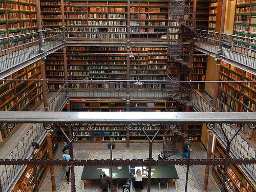 • XIX-wieczna biblioteka w Rijskmuseum Amsterdam
