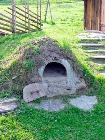 outdoor oven...looks like a hobbit hole