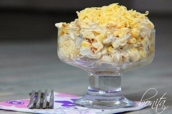 Грибы с сыром идеально сочетание, а кукуруза это отличное дополнение к этому набору продуктов.Для приготовления понадобится:500 г шампиньонов;150 г сыра;1 банка сладкой кукурузы;1 большая луковица;ма…