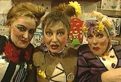 Villa Achterwerk - de drie dikke dames!