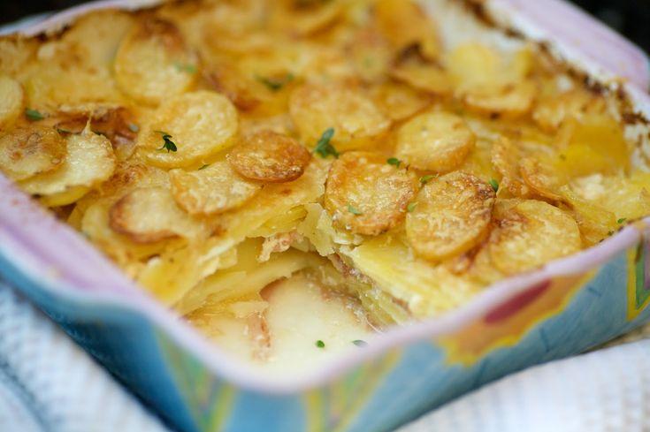 Már a neve is csupa elegancia, hát még az íze! Újabb egyszerű, az átlagos háziasszony konyhájában kevésbé elterjedt francia krumplis egytálé...