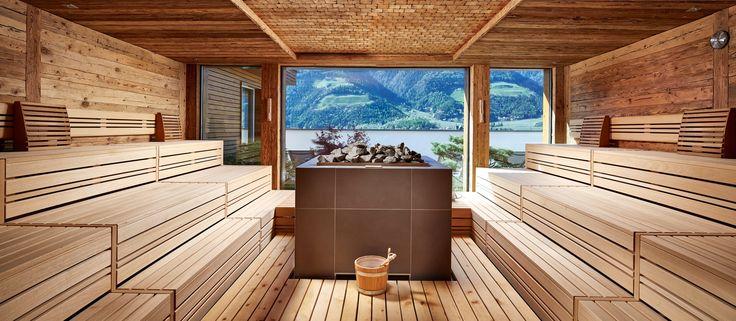 Finnische Sauna mit Ausblick im Hotel Feldhof
