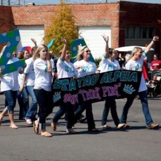 Homecoming parade! ZTA. university of alabama
