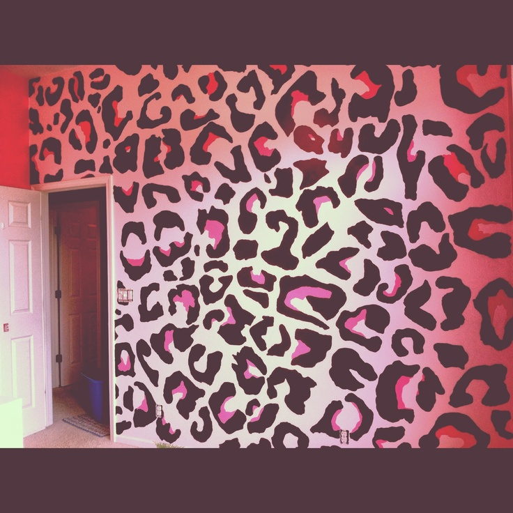 Cheetah print walls but in brown, gold, and black..