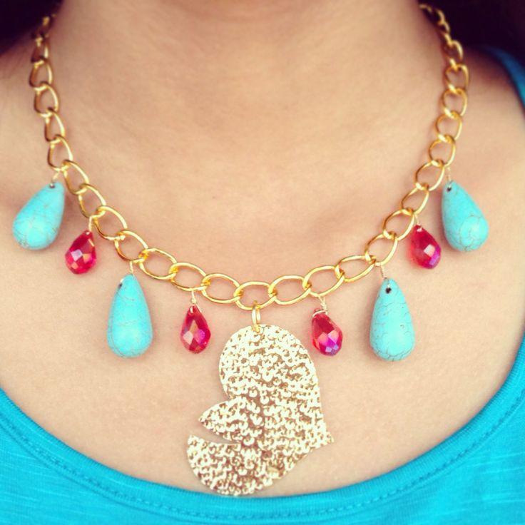 El amor esta por todos lados!! Y MAJU no es la excepción.. Collar love en baño de oro , cristales y piedra turquesa!!