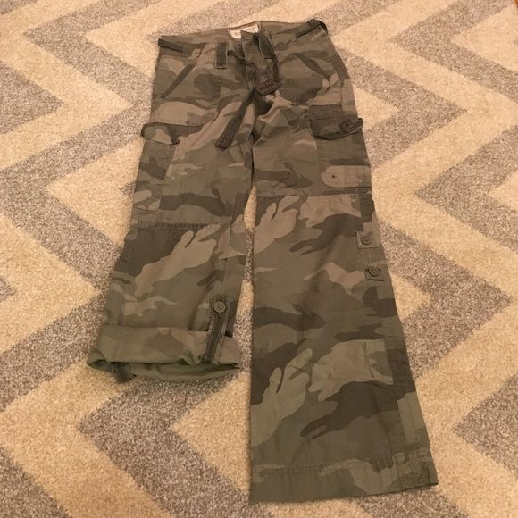 Abercrombie Kids Camouflage Cargo Pants Kids Size Medium can be worn long or as capris abercrombie Bottoms