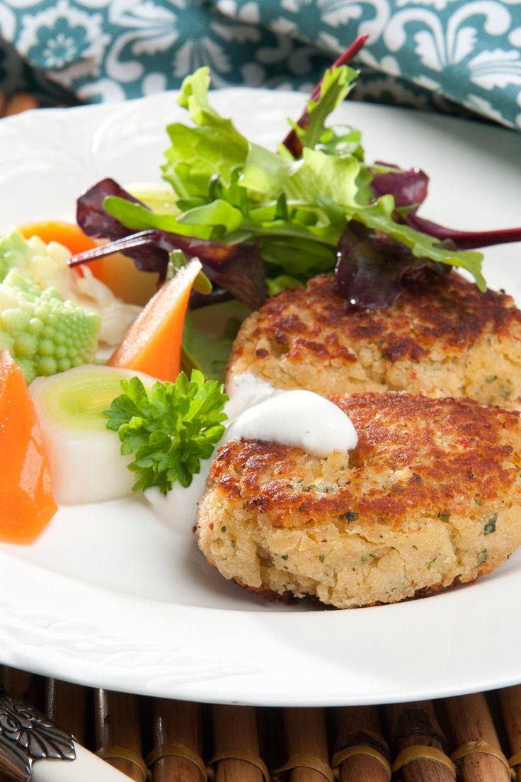 Fedtfattige og lækre vegetardeller med butterbeans, hvidløg og persille. Server dem med en lækker salat og kogte grøntsager.