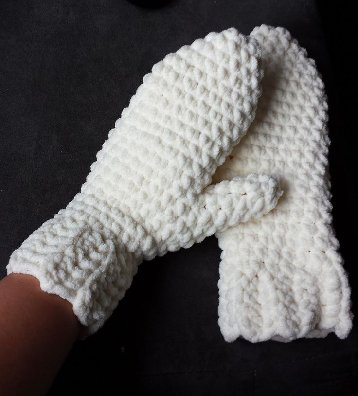 365 Crochet: Fast Blanket Mittens -free crochet pattern-They look warm,and they'd make a nice present for lots of people!...