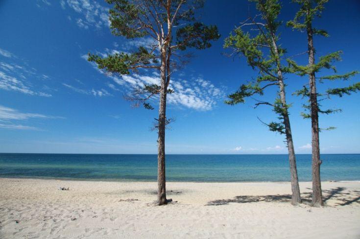 SOUND: http://www.ruspeach.com/en/news/11156/     Курорт Горячинск расположен в Бурятии на озере Байкал (Россия). Это известный в России бальнеологический курорт с горячими источниками. Песчаные пляжи, живописная бухта, озонированный морской воздух, минеральные воды и термальные ист