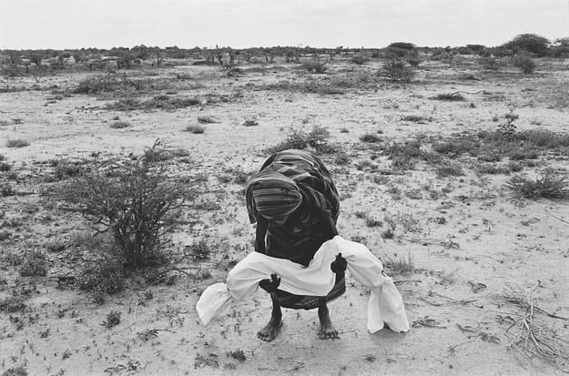 A mother carries her dead child to the grave, after wrapping it in a shroud according to local custom. A bad drought coupled with the effects of civil war caused a terrible famine in Somalia which claimed the lives of between one and two million people over a period of two years, more than 200 a day in the worst affected areas. The international airlift of relief supplies which started in July was hampered by heavily armed gangs of clansmen who looted food storage centers and slowed down the…