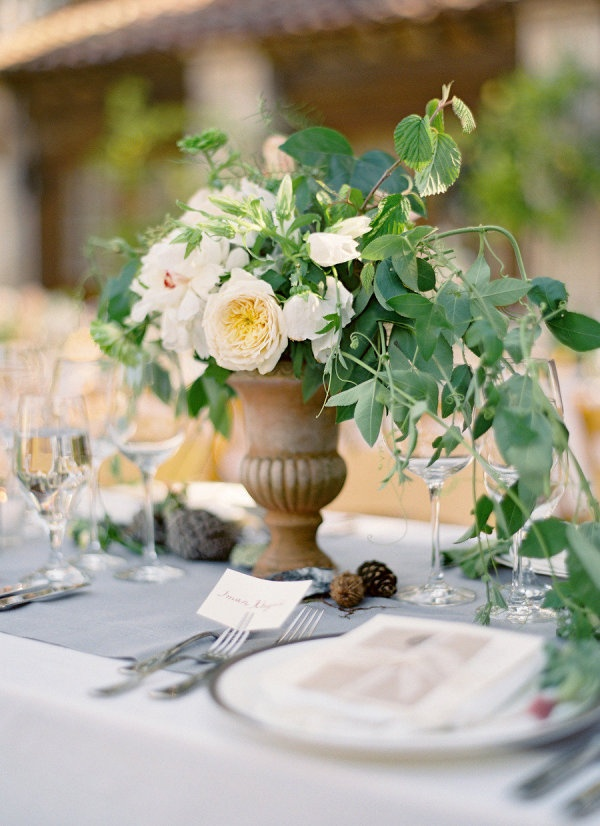 Simple yet stunning centerpiece Photography By / josevillaphoto.com, Floral Design By / flowerwild.com, Coordination By / coastsidecouture.com