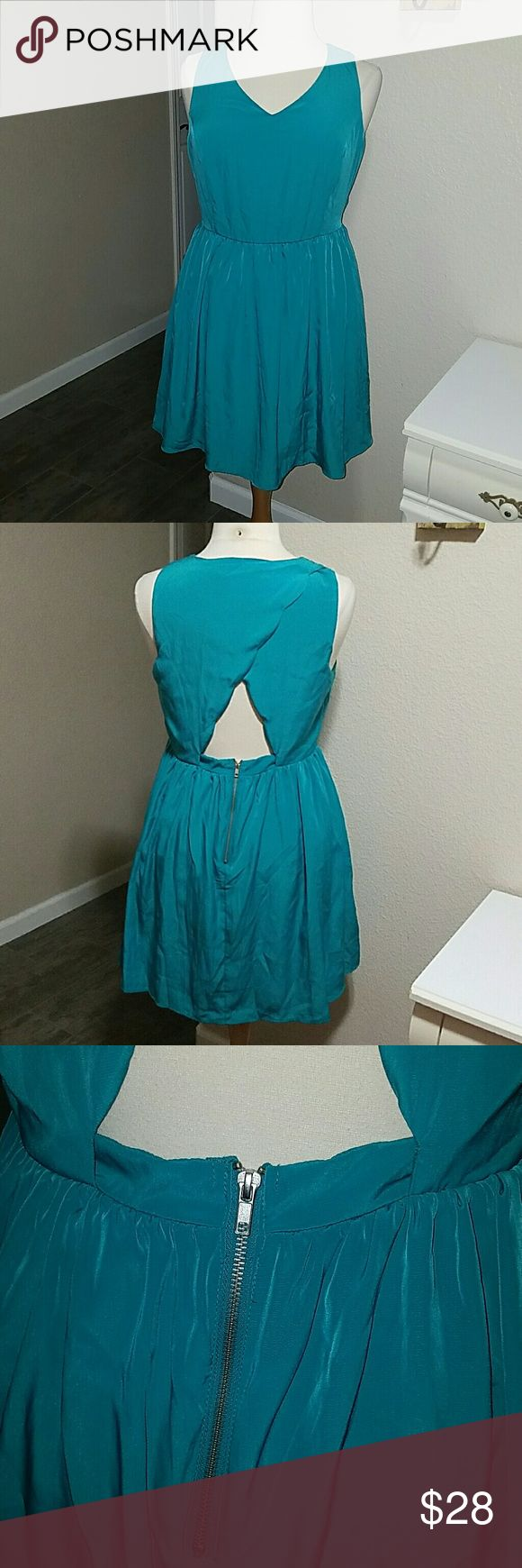 "Forever 21+ plus size dress Forever 21+ Juniors plus size 1X flirty dress. Blue/green coloe. Pretty scalloped cutout on back with silver zipper. Measures approx 37"" long from shoulder, laying flat Measures 19.5"" across chest, 17"" across waist. Forever 21+ Dresses"