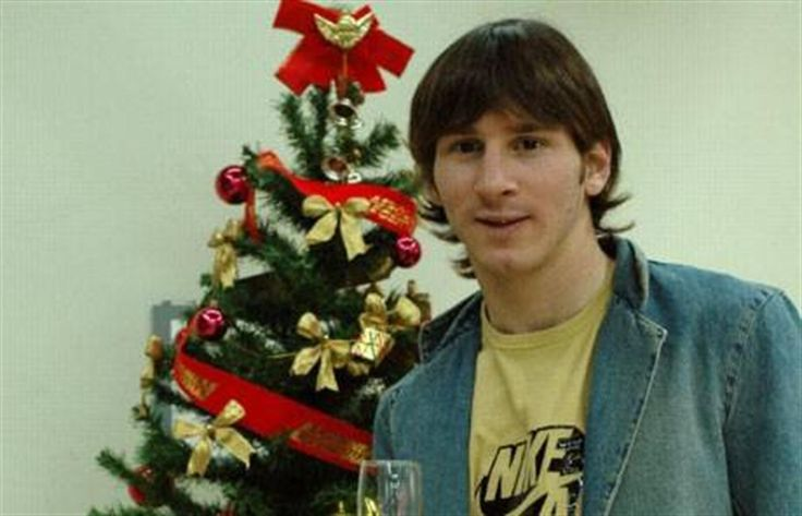 Locos por Messi  Ayer, a las 5 de la madrugada, en Ezeiza, apenas arribado de España, Messi empezó un día a todo ritmo, pero ya pensando en las Fiestas y en un año inolvidable . Foto: Fernanda Corbani