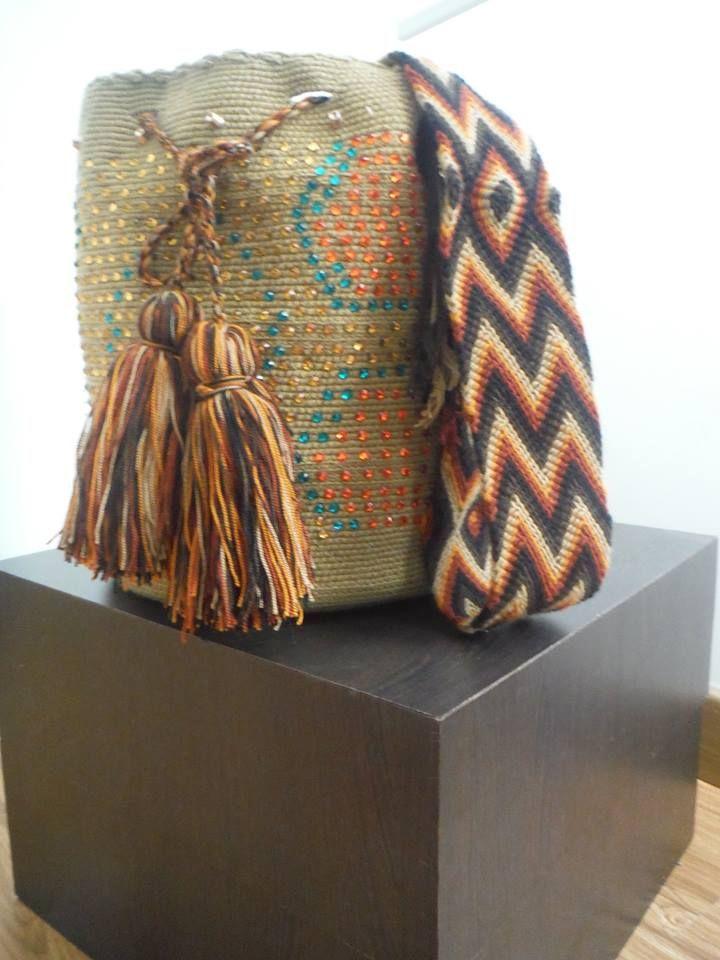 Mochilas Wayuú decoradas con cristales de swarovsky. Variedad de colores y diseños! Si tienes una te la decoramos.... Pregunta ya! 3125008438