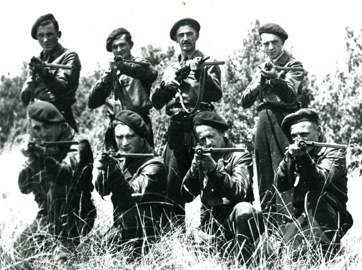 The maquis Photo of Ambrus in arms in 1944 / private collection Gilbert Toureille