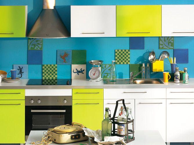 Rouge, bleu, jaune,... explosion de couleurs dans la cuisine ! Des meubles à la crédence en...
