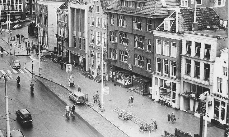 De Grote Markt zuidzijde met o.a. boekhandel Scholtens (nummer 43), bioscoop Cinema Palace (nummer 41) in 1960 - Foto's SERC