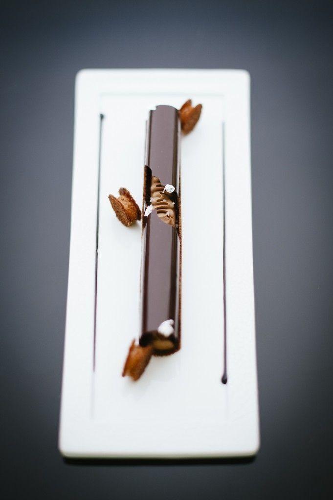 Chocolat sura de L'Île de Java dans un tube en jeux de textures - François Perret, Shangri-La Paris