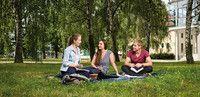 Soziale Arbeit (B. A.)  Hochschule Magdeburg-Stendal, Studienort Magdeburg Du interessierst Dich für die Arbeit mit und für Menschen? Du bist kommunikativ und möchtest Dich an der Lösung von sozialen und gesellschaftlichen Problemen beteiligen? Dann ist unser Studiengang Soziale Arbeit genau das Richtige für Dich! Mit dem Bachelor-Abschluss in Sozialer Arbeit kannst Du unter anderem in öffentlichen Einrichtungen, bei Verbänden oder in Unternehmen arbeiten.