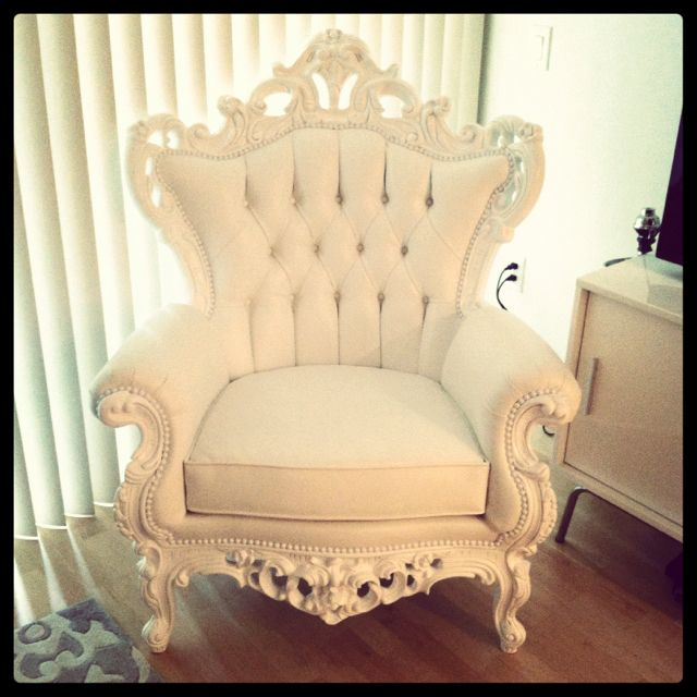 White tufted baroque chair