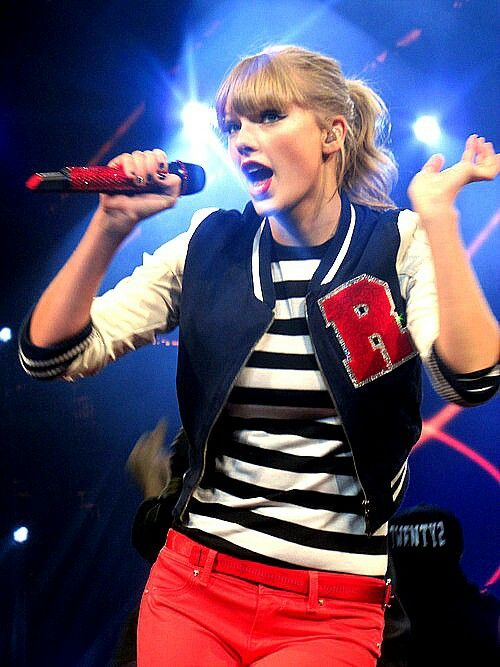 Taylor Swift - 22 - RED Tour