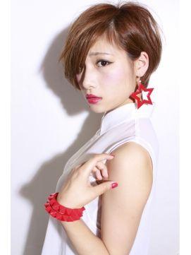 ショートカット×ベース顔さんにおすすめのヘアスタイル☆外国人風のニュアンスを楽しめるクールな髪型☆前髪を流すだけの簡単アレンジ☆