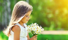 Das Beauty-ABC: Kamille Kamille – ein universelles Heilmittel, das in der Medizin und der Kosmetologie benutzt wird. So ist es nicht verwunderlich, dass die Kamille als eine der beliebtesten Heilpflanzen in Europa gilt.