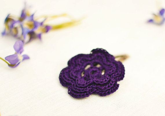 Flower hair clips, Crochet and Hair clips on Pinterest