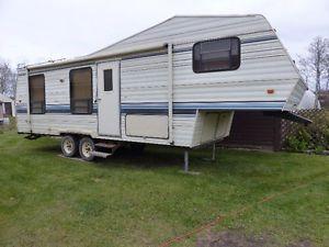 1996 Dutchman 28' Fifth Wheel Camper