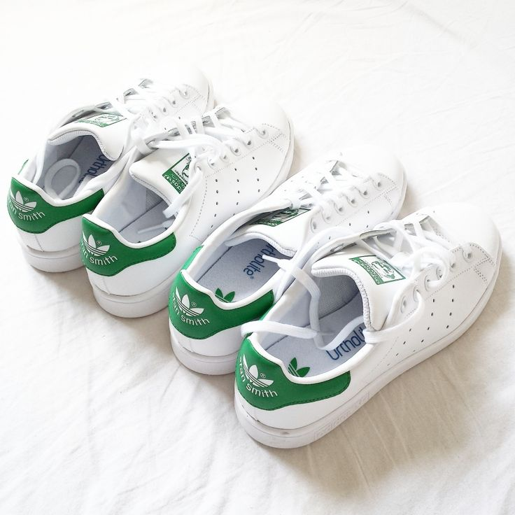 ADIDAS STAN SMITH. Already told you that I love those families in which parents and children occasionally use the same things or even equal? So it was decided. I'd buy the Stan Smith for both!