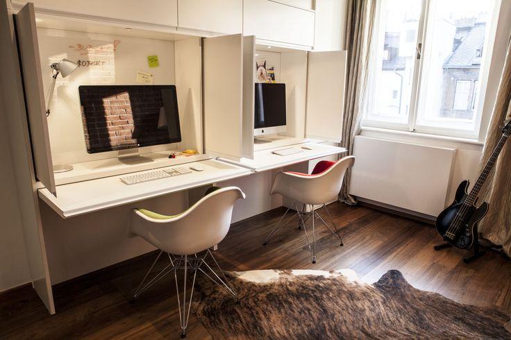 Zabudované pracovné stoly