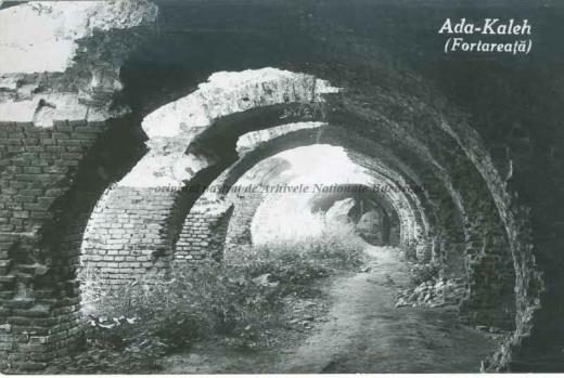 BU-F-01073-5-01949-1 Fortăreaţa de pe insula Ada Kaleh (insulă pe Dunăre, acoperită în 1970 de apele lacului de acumulare al hidrocentralei Porțile de Fier I), s. d. (sine dato) (niv.Document)