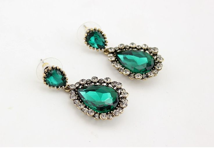 Brinco Glam cristal verde esmeralda e strass incolor - Dáli Acessórios