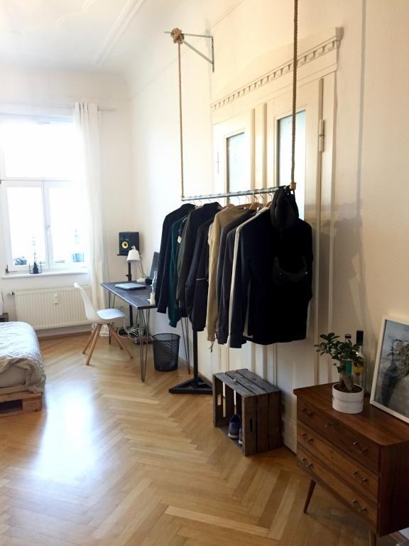 die besten 25 schrank stange ideen auf pinterest schrank umgestalten begehbarer. Black Bedroom Furniture Sets. Home Design Ideas