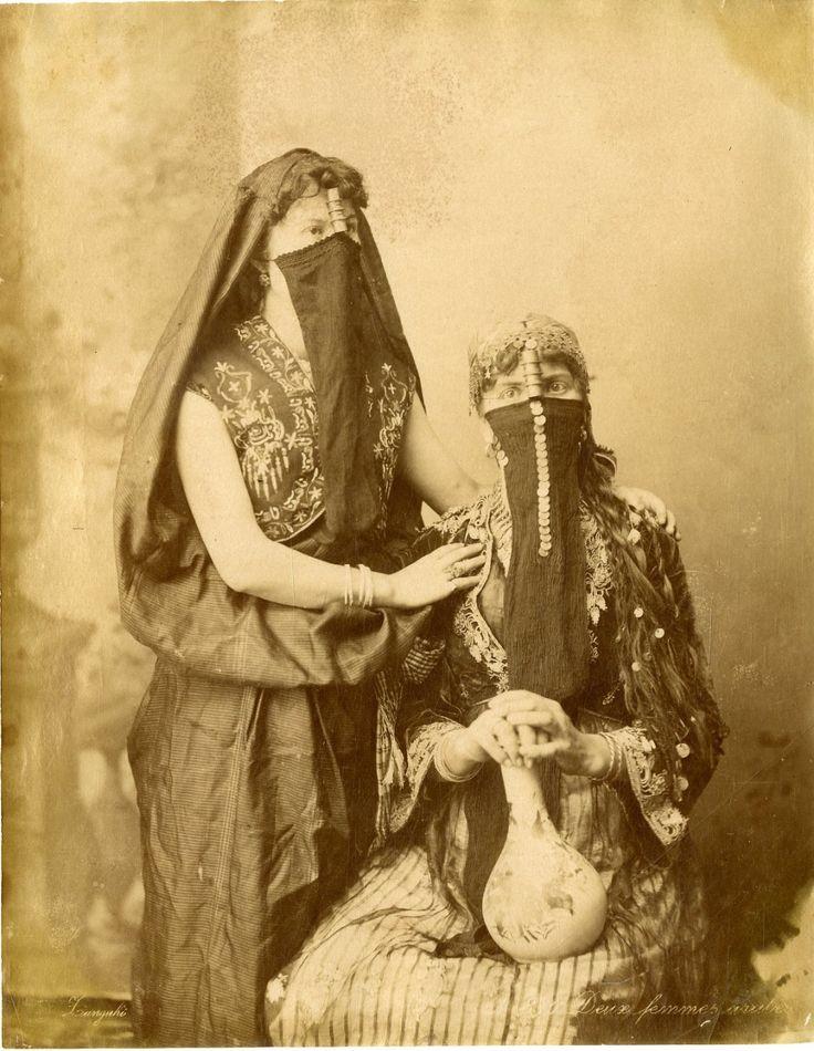 Zangaki. Egypte, Deux femmes arabes     #Afrique_Africa #Egypte                                                                                                                                                                                 Plus