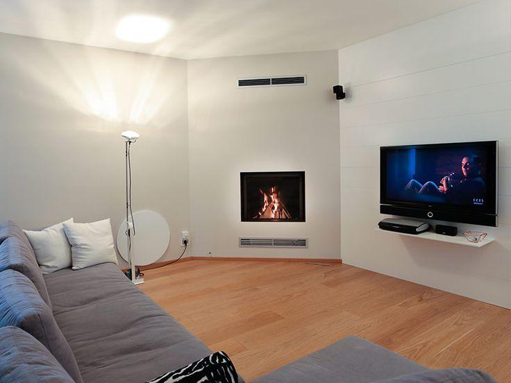 Caminetto moderno ad angolo camini nel 2019 corner for Soggiorno moderno ad angolo